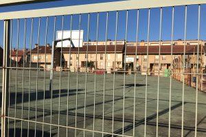 La pista polideportiva de Villa Patro se somete a un profundo lavado de cara