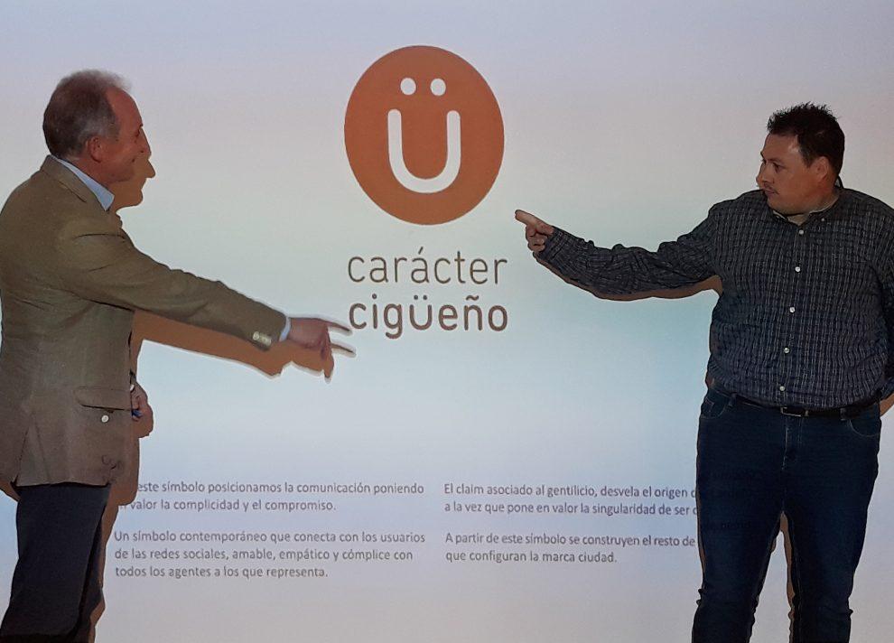 El Ayuntamiento presenta su marca Ciudad a través de una 'ü' convertida en emoticono y el lema 'Carácter cigüeño'