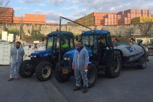 Los agricultores de la Comunidad de Regantes de Lardero colaboran con el Ayuntamiento de Lardero en las tareas de desinfección de las calles del municipio.